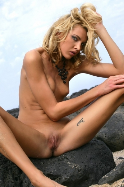 CHANTELLE - Boring seaside posing